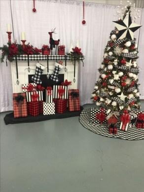 Wonderful Black Christmas Decorations Ideas That Amaze You 24