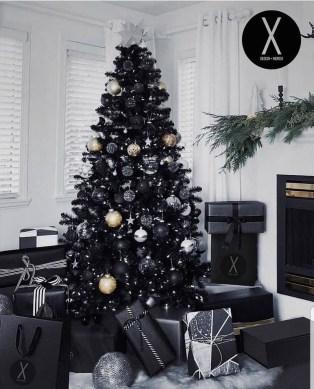 Wonderful Black Christmas Decorations Ideas That Amaze You 25