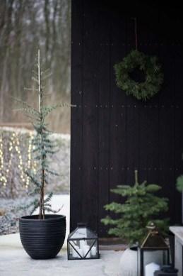 Wonderful Black Christmas Decorations Ideas That Amaze You 26