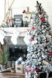 Wonderful Black Christmas Decorations Ideas That Amaze You 31