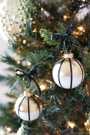 Wonderful Black Christmas Decorations Ideas That Amaze You 35