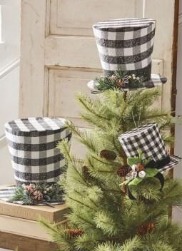 Wonderful Black Christmas Decorations Ideas That Amaze You 41