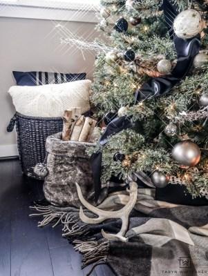 Wonderful Black Christmas Decorations Ideas That Amaze You 44