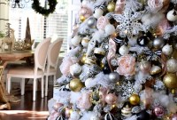 Wonderful Black Christmas Decorations Ideas That Amaze You 45