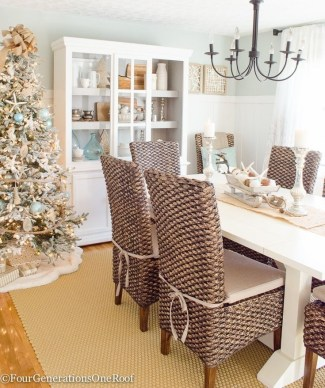 Beautiful Coastal Christmas Decor Ideas For Apartment To Try 16