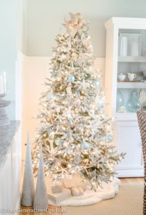 Beautiful Coastal Christmas Decor Ideas For Apartment To Try 34