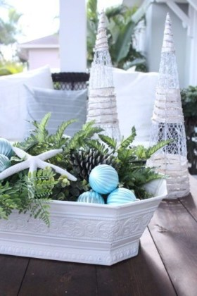 Beautiful Coastal Christmas Decor Ideas For Apartment To Try 36