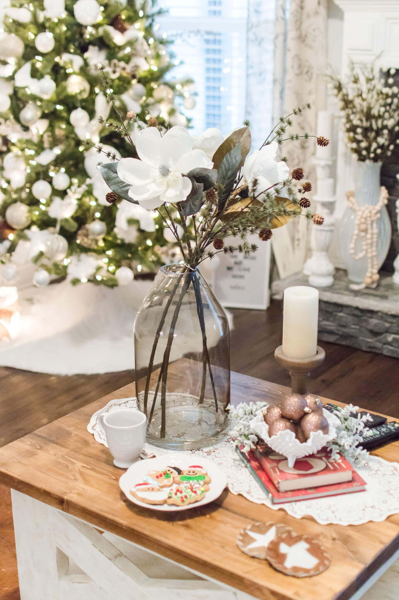 Beautiful Coastal Christmas Decor Ideas For Apartment To Try 45