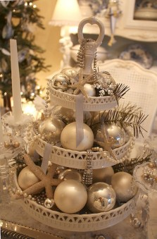 Beautiful Coastal Christmas Decor Ideas For Apartment To Try 50