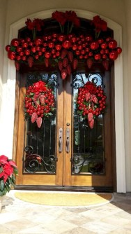 Comfy Christmas Front Porch Decor Ideas To Looks More Elegant 10