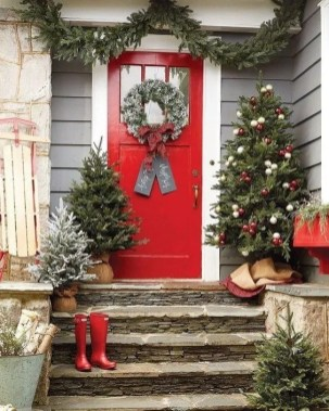 Comfy Christmas Front Porch Decor Ideas To Looks More Elegant 16