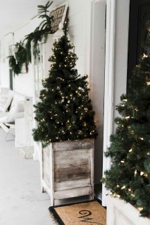 Comfy Christmas Front Porch Decor Ideas To Looks More Elegant 20