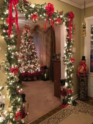 Comfy Christmas Front Porch Decor Ideas To Looks More Elegant 25