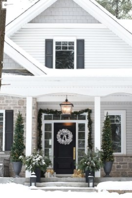 Comfy Christmas Front Porch Decor Ideas To Looks More Elegant 27