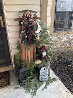 Comfy Christmas Front Porch Decor Ideas To Looks More Elegant 29