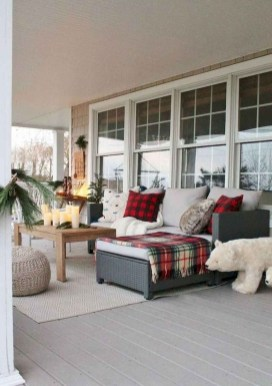 Comfy Christmas Front Porch Decor Ideas To Looks More Elegant 44