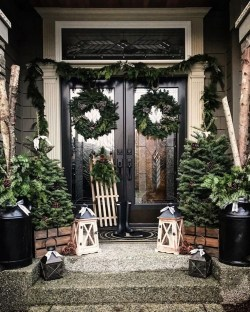 Comfy Christmas Front Porch Decor Ideas To Looks More Elegant 50