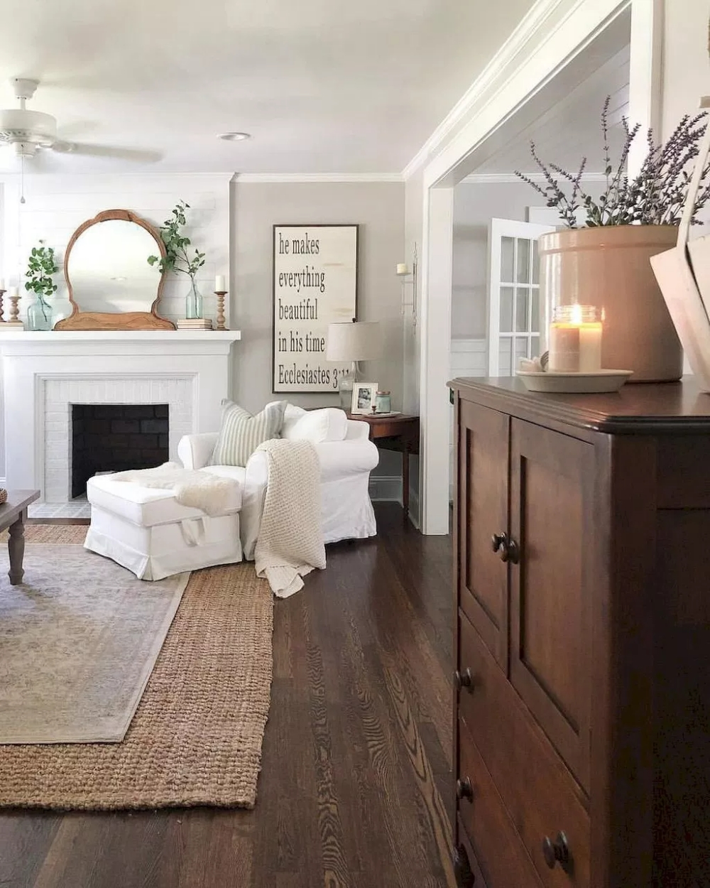 Comfy Farmhouse Living Room Decor Ideas To Try This Year 39