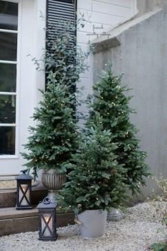 Cozy Outdoor Christmas Decor Ideas To Have Asap 34