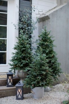 Cozy Outdoor Christmas Decor Ideas To Have Asap 35