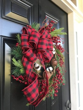 Inspiring Diy Christmas Door Decorations Ideas For Home And School 02