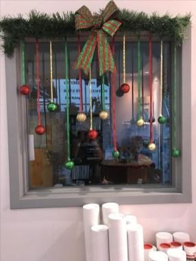 Inspiring Diy Christmas Door Decorations Ideas For Home And School 09