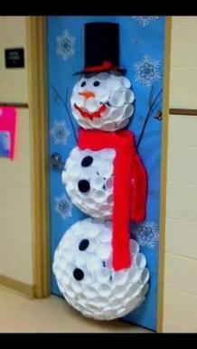 Inspiring Diy Christmas Door Decorations Ideas For Home And School 24