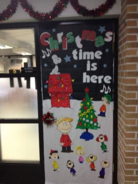 Inspiring Diy Christmas Door Decorations Ideas For Home And School 36