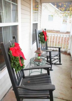 Magnificient Christmas Front Porch Decor Ideas To Try Asap 04