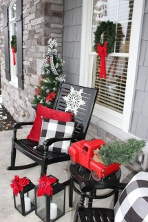 Magnificient Christmas Front Porch Decor Ideas To Try Asap 05