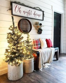 Magnificient Christmas Front Porch Decor Ideas To Try Asap 22