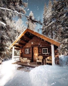 Affordable Small Log Cabin Ideas With Awesome Decoration 03