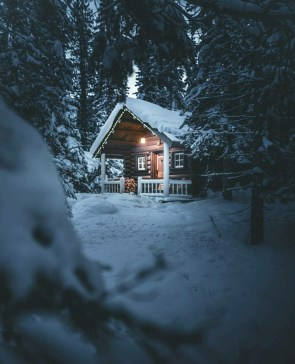 Affordable Small Log Cabin Ideas With Awesome Decoration 26