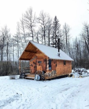 Affordable Small Log Cabin Ideas With Awesome Decoration 27
