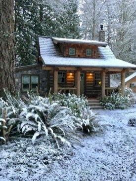 Affordable Small Log Cabin Ideas With Awesome Decoration 34
