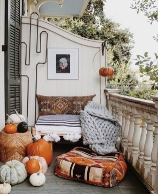 Comfy Apartment Balcony Decorating Ideas That Looks Awesome 45