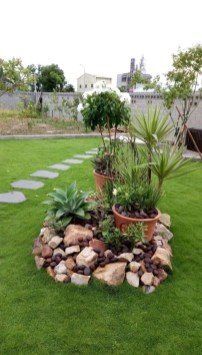 Delicate Garden Landscaping Design Ideas Using Rocks Stone To Try 02