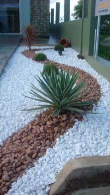 Delicate Garden Landscaping Design Ideas Using Rocks Stone To Try 17