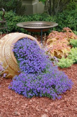 Delicate Garden Landscaping Design Ideas Using Rocks Stone To Try 27
