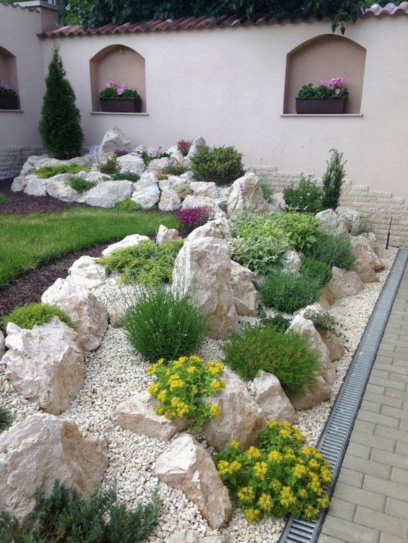 Delicate Garden Landscaping Design Ideas Using Rocks Stone To Try 37