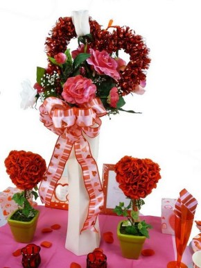 Lovely Valentines Day Table Centerpieces Ideas To Try Asap 17
