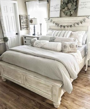 Pretty Farmhouse Master Bedroom Ideas To Try Asap 45