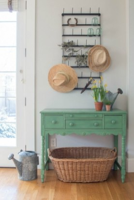 Sophisticated Home Decoration Ideas With Green Paint Combination 44