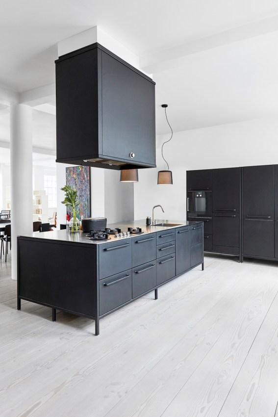 Stylish Black Kitchen Interior Design Ideas For Kitchen To Have Asap 37