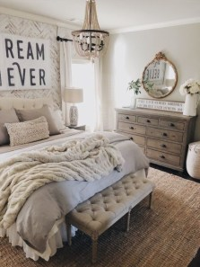 Wonderful Farmhouse Bedroom Decorating Ideas That You Need To Try 04