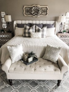 Wonderful Farmhouse Bedroom Decorating Ideas That You Need To Try 05