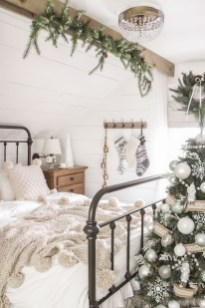 Wonderful Farmhouse Bedroom Decorating Ideas That You Need To Try 21