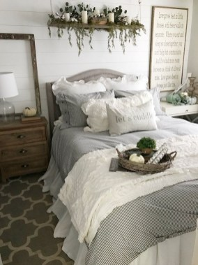 Wonderful Farmhouse Bedroom Decorating Ideas That You Need To Try 25