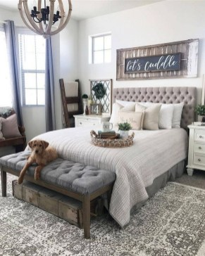 Wonderful Farmhouse Bedroom Decorating Ideas That You Need To Try 34