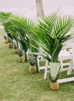 Brilliant Tropical Winter Decor Ideas That Bring Your Home Into Holiday Feel 23